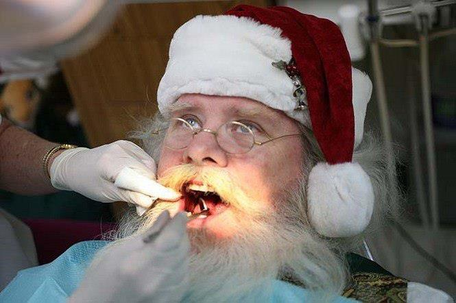 Дед мороз лечит зубы